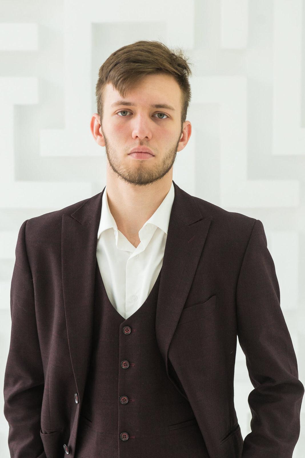 Алексей Алексеевич, преподаватель математики, информатики и программирования